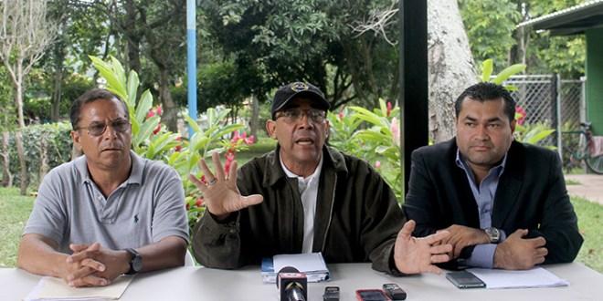 Roberto d'Abuisson impone juntas directivas en las colonias