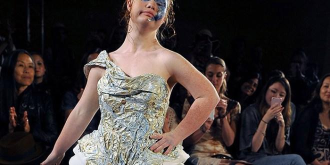 Una modelo con síndrome  de down en la New York Fashion Week