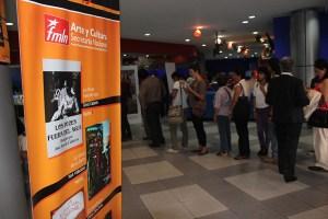 Una gran cantidad de personas asistieron a la inauguración de la nueva temporada de Cine Historias, promovido por la Secretaría de Cultura del FMLN . Foto Diario Co Latino/ Guillermo Martínez