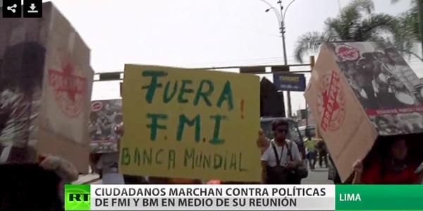 Cientos de trabajadores marchan contra el FMI en Perú