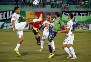 Santa Tecla empató 2-2 con Dragón en el Estadio Las Delicias. Foto Diario Co Latino.