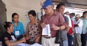 Pobladores de Arcatao, Chalatenango, votan sobre la consulta popular de territorios libres de minería en la zona. Foto Diario Co Latino/Mesa Nacional contra La Minería.
