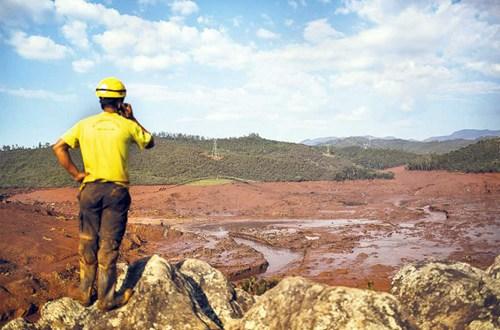 Fiscalía reclama multimillonaria reparación a BHP y Vale por el mayor desastre ambiental de Brasil