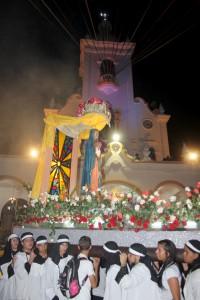 La procesión de la Virgen de Guadalupe, desde Antiguo Cuscatlán, a su llegada a La ceiba de Guadalupe.  Foto Diario Co Latino/Josue Parada