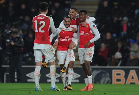 Arsenal golea al Hull y sueña con «hat-trick» en la Copa Inglesa