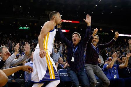 Curry celebra su cumpleaños con récord de Warriors