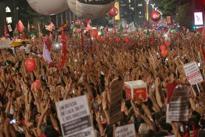 La izquierda brasileña, con Lula al frente, sale a la calle a defender a Rousseff
