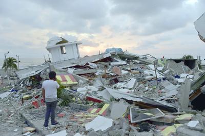 Titánica búsqueda de sobrevivientes del sismo que dejó 272 muertos en Ecuador