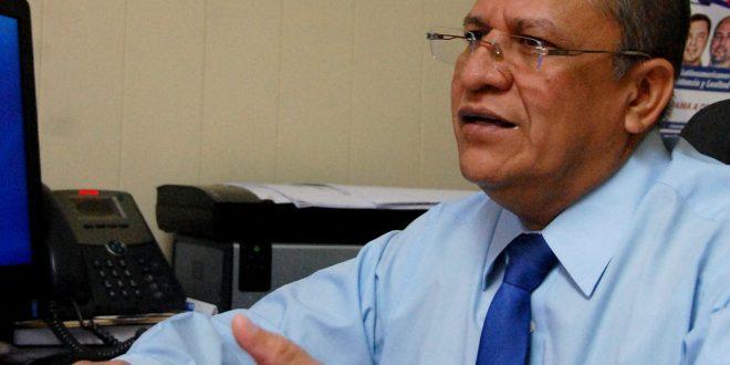 Medida cautelar frena elección de rector de UES