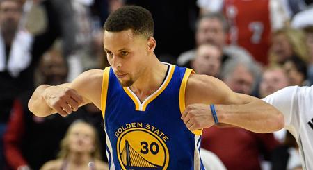 Curry elegido por unanimidad jugador más valioso de la NBA