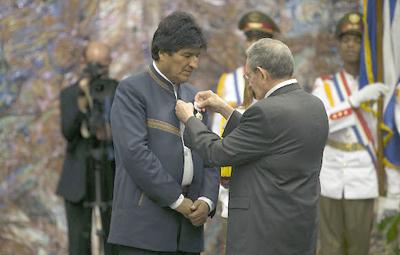 Evo Morales recibe la más alta distinción del Consejo de Estado de Cuba