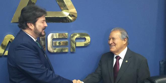 Presidente y gabinete económico se reúne con la ANEP