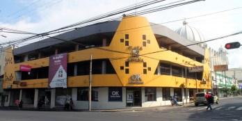 En la avenida España y la 1ra. calle Poniente se encuentra La Plaza España, lugar en el que estuvo el hotel Gran San Salvador. Foto Diario Co Latino. Fotografía Ricardo Chicas Segura.