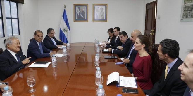 Presidente se reúne con la Cámara Americana de Comercio de El Salvador