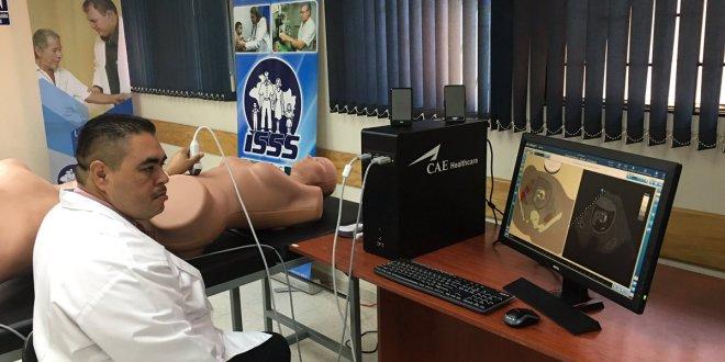 ISSS fortalece equipo médico para brindar mejor atención