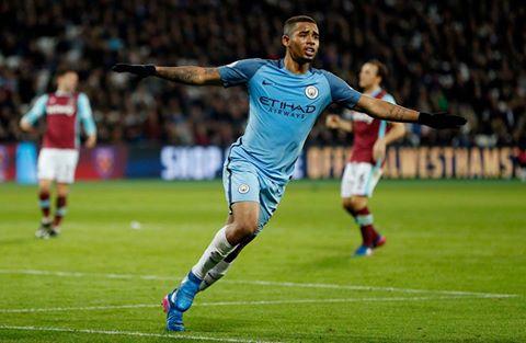 Manchester City golea y se acerca a los líderes