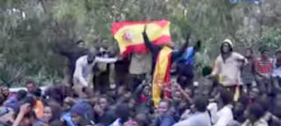 Cientos de migrantes entran en España forzando la valla de Ceuta