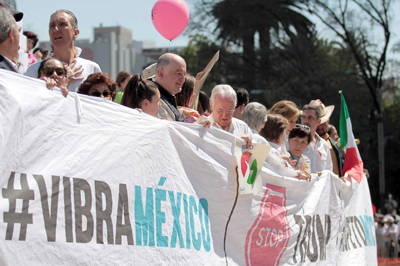 Miles de mexicanos salen a las calles a protestar contra Trump