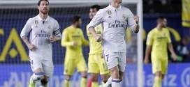 El Real Madrid salva agónicamente el liderato en una Liga de tres