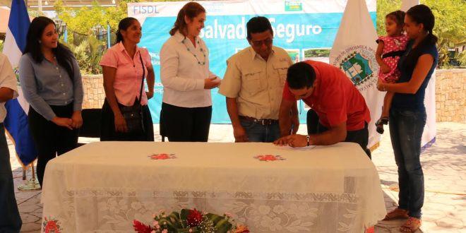 Comuna firma convenio para mejorar calidad de vida de sus pobladores
