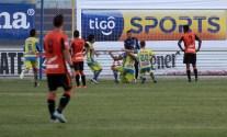 Jugadores de Municipal Limeño festejan el segundo gol con el que derrotaron al Águila en el estadio Cuscatlán. Foto Diario Co Latino/Juan Carlos Villafranco