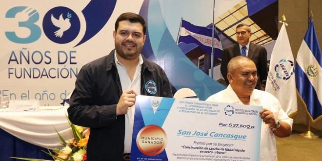 ISDEM entrega premios del primer fondo concursable