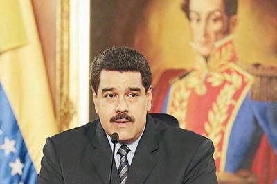 Maduro insiste en diálogo pese a arremetida de derecha