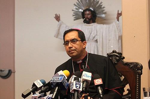 """Obispos salvadoreños reciben con """"gozo"""" nombramiento de monseñor Rosa Chávez como cardenal"""