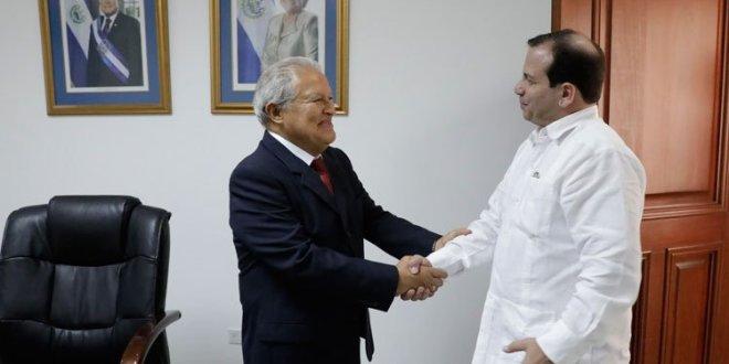 Presidente recibe a delegación del Instituto Cubano de Amistad con los Pueblos