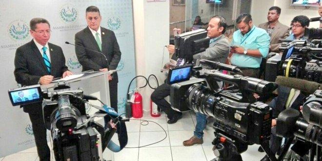 Fiscal General pide no quitarle dientes a Ley de Extinción de Dominio