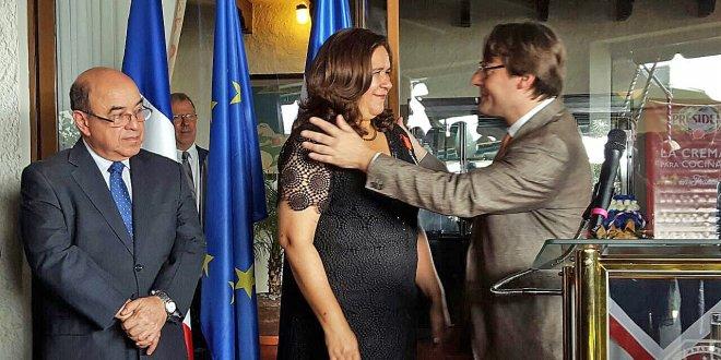 Ministra de Medio Ambiente recibe más alta condecoración otorgada por Francia