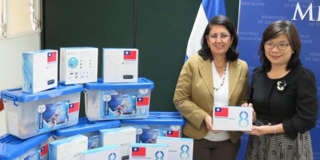China Taiwán entrega donativo para el desarrollo de Campamento de Robótica Educativa