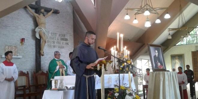 Feligreses peregrinan por los cien años de Monseñor Romero