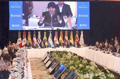 Evo destaca independencia de Bolivia del FMI y el Banco Mundial