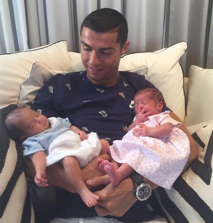 Cristiano Ronaldo posó con sus tres hijos