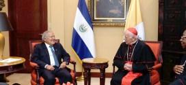 Presidente Sánchez Cerén recibe a representante del papa Francisco