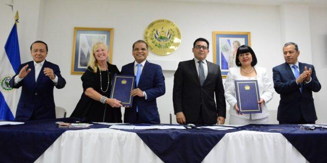 GOES y la Asociación de Cruceros de Florida y el Caribe firman convenio