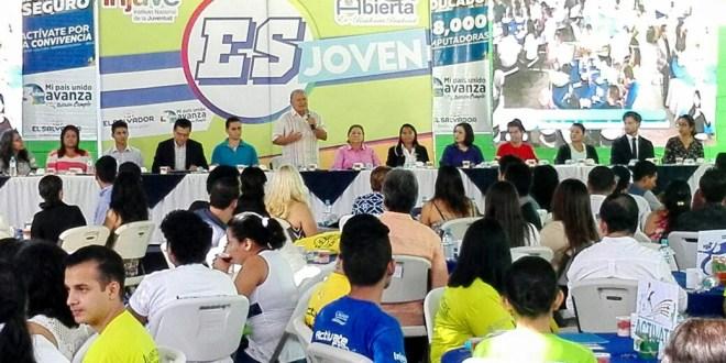 Los jóvenes deben ser actores del desarrollo, afirma Sánchez Cerén