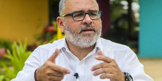 FGR debe investigar a Leonel Flores por irregularidades en el ISSS: Mauricio Funes