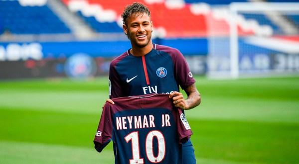 """Neymar es presentado en el PSG como """"el mejor jugador del mundo"""""""