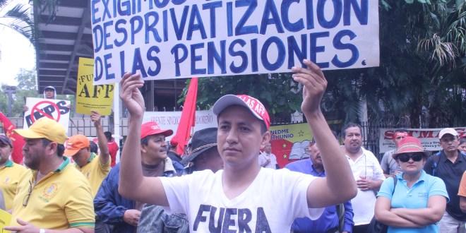Trabajadores piden a diputados aprobar propuesta de pensiones del Gobierno