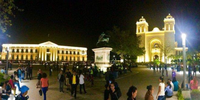 Alcaldía de San Salvador reinaugura plaza Gerardo Barrios