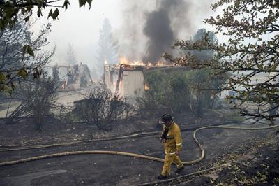 Incendios en California dejan 33 muertos; bomberos anuncian progresos