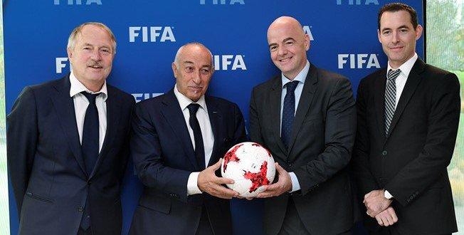 FIFA y FIFPro acuerdan mejorar derechos de futbolistas