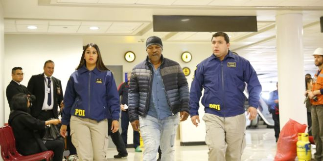 Mike Tyson noqueado por la policía chilena