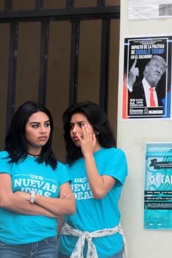 A pesar de las disputas, jóvenes a fines al edil se hacen presentes al acto político. Foto Diario Co Latino/ David Martínez.