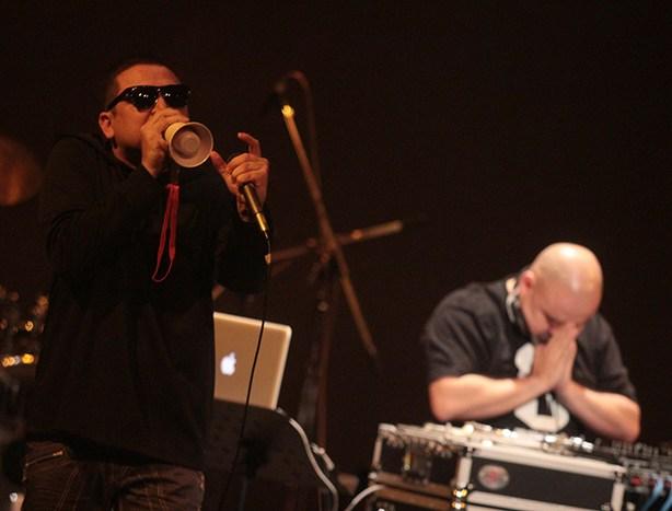 Pescozada fue el invitado para abrir el concierto del grupp venezolano, Los Guarauguao. Foto Diario Co Latino/ David Martínez