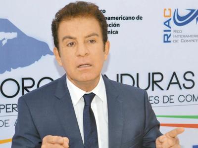Candidato opositor hondureño viaja a Estados Unidos en busca de ayuda en crisis electoral