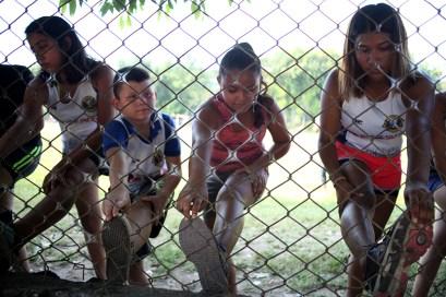 El entreno comienza con estiramiento previo a las prácticas diarias. Foto Diario Co Latino/ David Martínez.