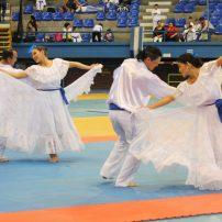 Bailes folclóricos fueron parte de la fiesta del karate en la Copa Japón. Foto Diario Co Latino/Ludwin Vanegas.